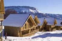 Sports d'hiver en mars dans une station de ski authentique