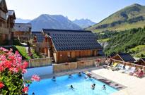 L'été dans une résidence avec piscine et espace bien-être
